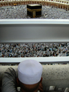 Mecca / Makkah, Saudi Arabia: a Muslim man looks at Kaaba in Haram Mosque, from the third floor - photo by A.Faizal