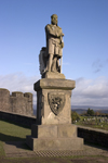 Stirling, Scotland, UK: Stirling castle - famous for several sieges during the Wars of Scottish Independence - Statue of Robert the Bruce on the esplanade - photo by I.Middleton