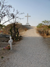 Senegal - Joal-Fadiouth: cemetery - Christian cross on top of the shell mound - photo by G.Frysinger