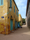 Senegal - Gorée Island: narrow street - photo by G.Frysinger