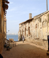 Senegal - Gorée Island: ruins and the sea - photo by G.Frysinger