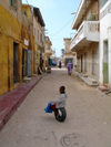 Senegal - Saint Louis: street kid - photo by G.Frysinger