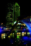 Singapore / SIN : water and light - fountain and skyscrapers - nocturnal - photo by J.Kaman