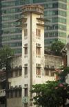 Singapore: elegant old building (photo by S.Lovegrove / Picture Tasmania)