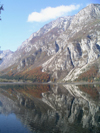 Slovenia - Lake Bohinj: reflection - periglacial lake - photo by R.Wallace