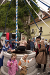 Slovenia - Kamnik Medieval Festival: minstrel sings to children - drama in a well - photo by I.Middleton