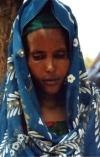 Berbera - Woqooyi Galbeed region, Somaliland: a shy face - young woman - photo by S.Montevecchi