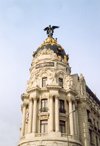 Spain / Espa�a - Madrid: Metropolis building - architects Jules & Raymond F�vrier - corner of Calle de Alcal� and Gran Via - statue of a winged Goddess Victoria - Edificio Metropolis - photo by M.Torres