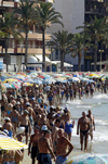 Spain / España - Torrevieja: densely populated beach - crowded beach on the Costa BLanca - Strand (photo by W.Schmidt)