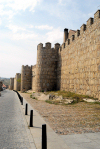 Spain / España - Ávila: endless medieval walls - ramparts - murallas - muralhas (photo by M.Torres)