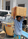 Colombo, Sri Lanka: man with a heavy box - Prince Street - Dutch Period Museum - Pettah - photo by M.Torres