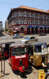 Colombo, Sri Lanka: tuk-tuks and Plantation house - auto rickshaws are called trishaws in Sri Lanka - Sir Baron Jayatilake Mawatha - Fort - photo by M.Torres