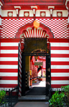 Colombo, Sri Lanka: striped and checkered entrance - Jami-Ul-Alfar Mosque - Pettah - photo by M.Torres
