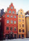 Sweden - Stockholm: Scandinavian fa�ades on Stortorget - Gamla Stan - Norrmalm (photo by M.Torres)