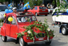 Sweden - Helsingborg: students' graduation parade - Citroen 2CV - classical car (photo by Charlie Blam)