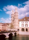 Switzerland - Zurich / Zurigo / ZRH : the Grossmunster and the M�nster-br�cke - Limmat Quay (photo by M.Torres)
