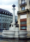 Switzerland / Suisse / Schweiz / Svizzera - Biel / Bienne (Bern canton): fountain in the central square - Zentralplatz und Springbrunnen - photo by M.Torres