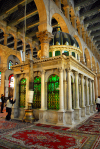 Syria - Damascus: Omayyad Mosque - praying at the Prophet Yahya's Shrine - contains the head of John the Baptist - photographer: M.Torres