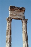 Syria - Apamea / Afamia / Qala'at al-Mudiq: columns (photo by J.Kaman)