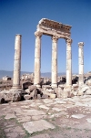 Syria - Apamea / Afamia / Qala'at al-Mudiq: columns II (photo by J.Kaman)