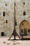 Damascus, Syria: medieval warfare - catapult in the citadel erected by the Seljuks - Ancient City of Damascus - Unesco World Heritage site - photographer: M.Torres