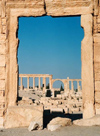 Syria - Palmyra: portal - framing the ruins - Unesco world heritage site (photo by J.Kaman)