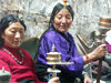 Tibet - Lhasa: women with prayer-wheels (photo by P.Artus)