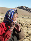 Tibet - Lake Namtso: woman (photo by P.Artus)