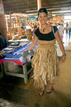 Tonga - Tongatapu - Nuku'alofa: smiling Tongan woman wearing a grass skirt - photo by D.Smith