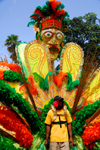 Port of Spain, Trinidad and Tobago: Caribbean carnival parade - mask - photo by E.Petitalot