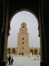Tunisia - Kairouan: Great Mosque - arch and minaret (photo by J.Kaman)