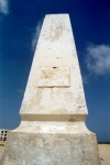 Tunisia / Tunisie / Tunisien - Jerba Island - Houmt Souq: obelisk that replaced the tower of skulls / tour des cranes (photo by M.Torres)