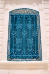 Tunisia - Jerba Island - Erriadh / Er Riadh / Hara Seguira: El-Ghriba / the Stranger synagogue - blue window (photo by M.Torres)
