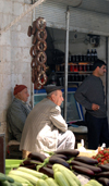 Turkey - Mardin: attentive men - market - photo by C. le Mire