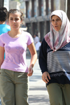 Turkey - Antalya: women with and without khimar / hijab / Islamic scarf - mother and daughter - photo by C.Roux