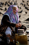 Istanbul, Turkey: old woman selling bird feed outside Istanbul university - Beyazit square - photo by J.Wreford