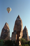 Turkey - Cappadocia: hills and balloon - cones - photo by J.Kaman