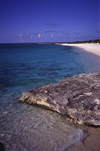 Providenciales - Turks and Caicos: basalt and sand - photo by L.Bo