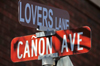 Manitou Springs, El Paso County, Colorado, USA: Lovers' Lane meets Cañon Avenue - street signs - photo by M.Torres