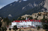 Estes Park, Larimer County, Colorado, USA: The Stanley Hotel - Georgian architecture - designed by F.O.Stanley - a favourite of John Philip Sousa and Stephen King - Wonder View Ave. - photo by M.Torres