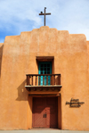 Taos, New Mexico, USA: façade of the First Presbyterian Church - Paseo del Pueblo Norte - Pueblo style architecture - photo by M.Torres