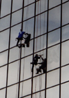 Atlanta GA / ATL / PDK / JAJ / FTY : urban hygiene - workers cleaning a skyscrapper facade (photo by M.Torres)