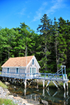 Georgetown, Maine, New England, USA: cottage on stilts at the end of a fjord - photo by M.Torres