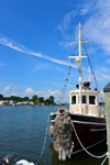 Mystic, CT, USA: Elsie Marina tour boat at dock - photo by M.Torres