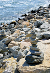 Narragansett Pier, Washington County, Rhode Island, USA: cairn by the Atlantic, along Ocean road - balancing rocks - photo by M.Torres