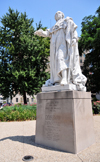 Louisville, Kentucky, USA: statue of Louis XVI, king of France, after whom the city was named - located on Jefferson street, in front of the City Hall - photo by M.Torres