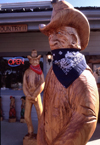 Newport (Oregon): wooden cowboys - photo by F.Rigaud