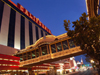 Las Vegas (Nevada): bridge to California hotel and casino (photo by G.Friedman)