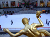 Manhattan (New York City): Rockefeller Plaza - Prometheus, fire and the ice rink - photo by M.Bergsma