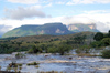 185 Venezuela - Bolivar - Canaima National Park - the Kusari tepuy seen from Rio Carrao, Canaima - photo by A. Ferrari